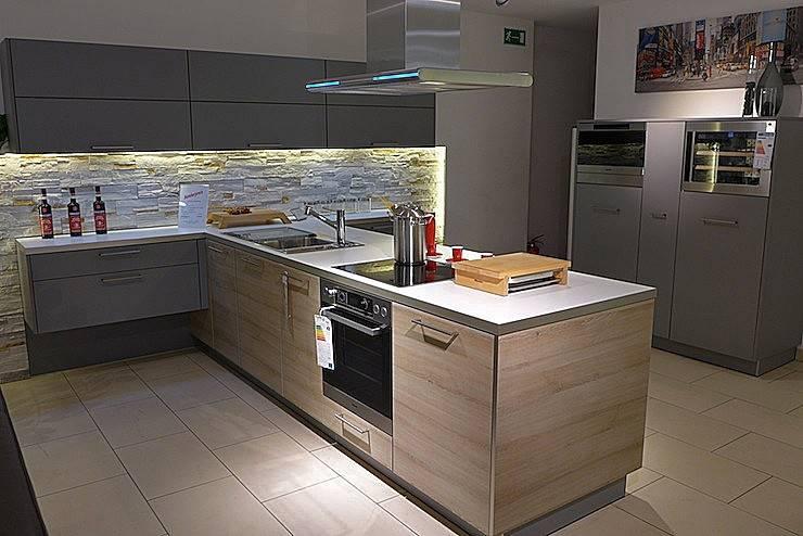 Moderne Küchen Mit Kochinsel Fotografie Enorm Küchen Grau Moderne K C3  Bcchen Mit Kochinsel Und Holz