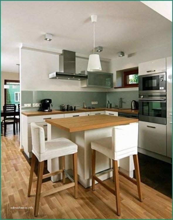 Fischgrätenmuster in der Küche in Kombination mit hellen Küchenfronten