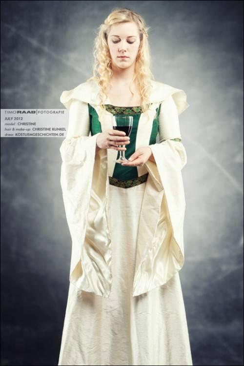Hochzeitskleid mit Rosenborte Mittelalter Wolljacke Mittelalter Hochzeitskleid