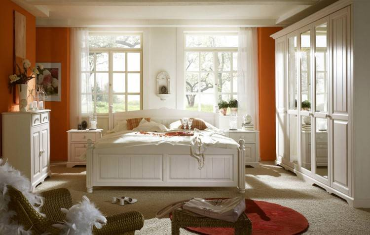PAX Kleiderschrank im Schlafzimmer mit KOMPLEMENT Inneneinrichtung