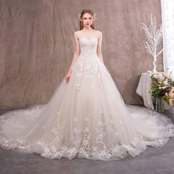 Die Brautmode 2018 wartet auf jede Braut, die sich für besondere und  exklusive Brautkleider 2018 interessiert