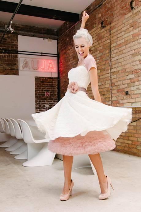 Großhandel Rosa Kundenauftrag Spitze Und Tüll Bunte Hochzeitskleid Bateau Mit Händen Gemacht Blumen Brautkleid Von Bridalaffairshop, $155