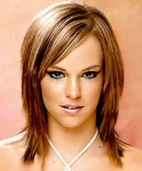 Frisurenvorschläge ab 50 mittellang stufig strähnchen Modische Frisuren für Frauen ab 50 und Haarfarben, die jünger machen Haare flechten – Einfache
