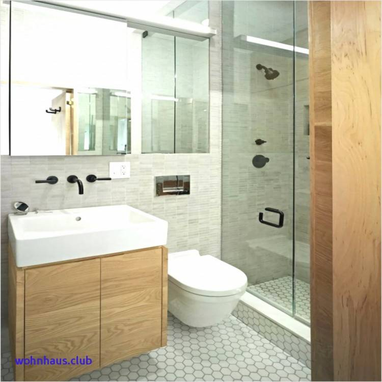 Kleines Badezimmer mit Waschmaschine