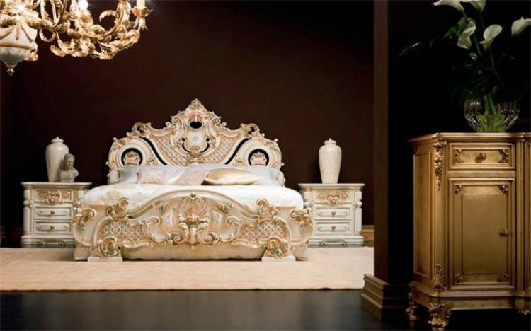 Klassische Möbel für Schlafzimmer aus Italien, in diesem feinen Stil, sind in der Lage, Ihr Haus seit Jahrzehnten zu dekorieren und werden immer relevanter