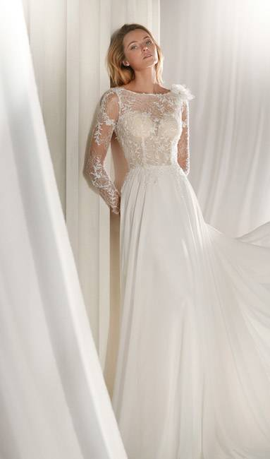 Brautkleid Emma Lang in ivory by Tiffany Rose