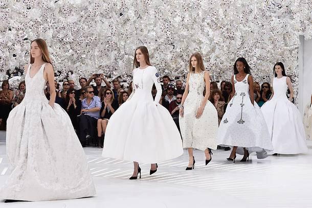 Und jetzt auch noch das traumhafte Hochzeitskleid