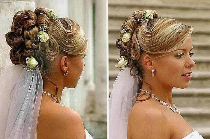 Den ganzen Beitrag über geflochtene Brautfrisuren mit echten Blumen findet ihr auf dem Fräulein K sagt Ja Blog