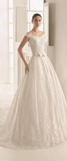 gefunden bei Happy Brautmoden Brautkleid elegant, elegantes Brautkleid, Aire Barcelona, Rosa Clara, Spitze, Spitzenkleid, edel, elegant, fließend,