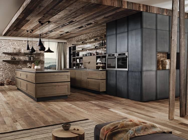 Der alpenländische Charme einer rustikalen Küche verbreitet urige Gemütlichkeit