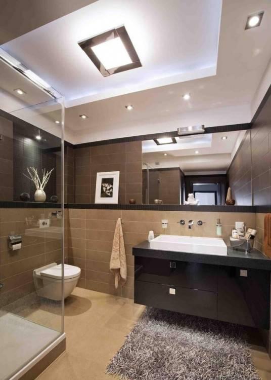 Ein minimalistisches Bad Design wird von zurückhaltenden Dekoelementen und Badmöbeln mit klaren Linien geprägt