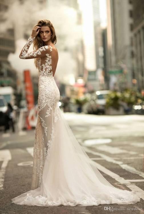 Einmaliges Design in aufwendiger Handarbeit in Israel hergestellt sind die Brautkleider von Berta Bridal weltweit heiss begeht und unvergleichbar