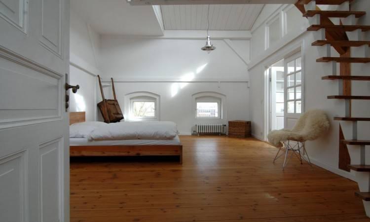 schlafzimmer dachgeschosswohnun boxsp wandgestaltung dachschragen farbe weis gunstig einrichten set schlafzimmerblick feng segmuller ideen kommode