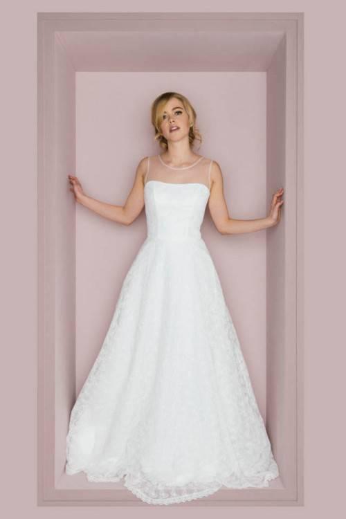 Dieses Brautkleid von Romantica eignet sich wunderbar für