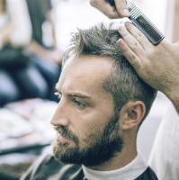 frisuren mit geheimratsecken für männer haarschnitt haaransatz verdecken  abgewinkelte fransen Frisuren mit Geheimratsecken für Männer – Passende  Varianten
