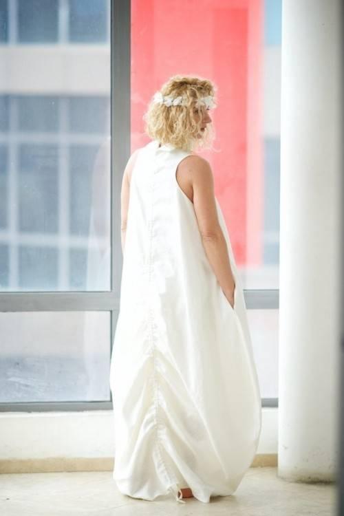 An einem Strand Hochzeit die Braut hat zu sehen in ihrem