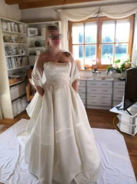 Großhandel V NecK Etui Spitze Boho Hochzeitskleid Mit Taschen Backless Illusion Mieder Bohemian Country Brautkleid Von Fuchisabridal, $98