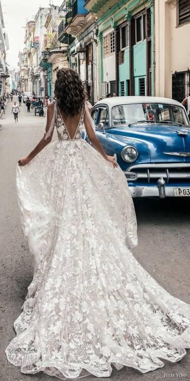 Designer Brautkleid mit langer Schleppe und spitze inkl
