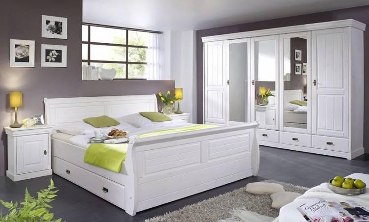 Schlafzimmer Massivholz Eiche(Bett,Nachttische,usw