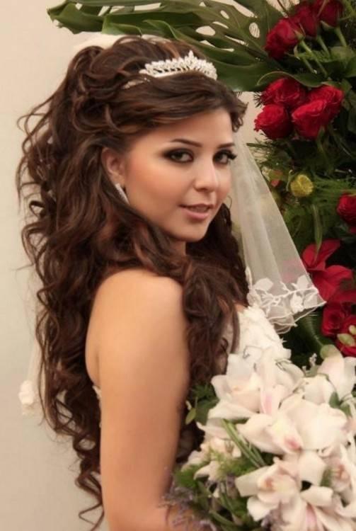 Aber auch die Hochsteckfrisur war bei Carolina Herrera ein Thema in Sachen  Brautfrisuren