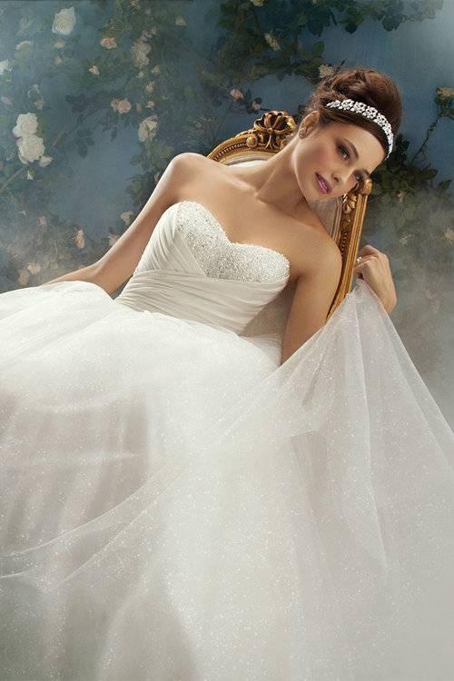 Brautkleider von Kuraudia co