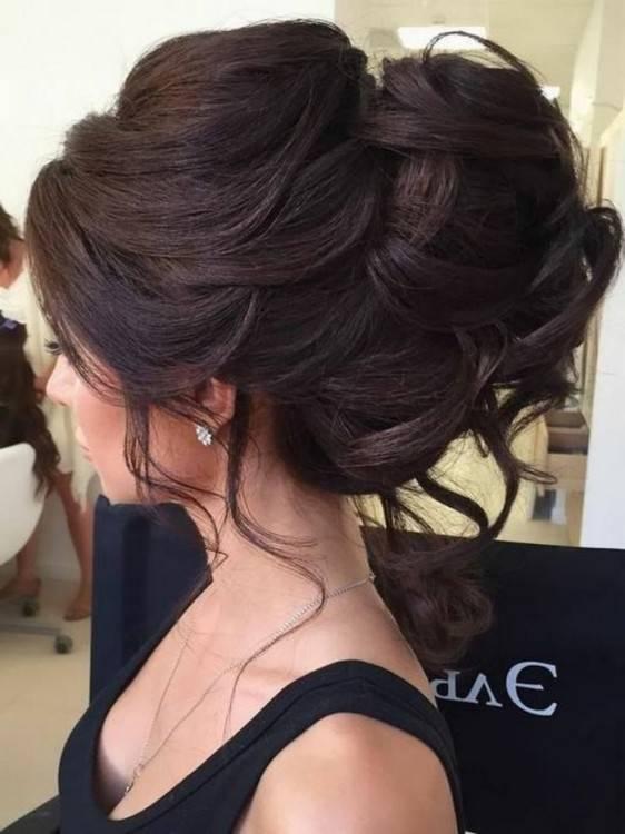 kleid, lange hellbraune haare Trendige Frisuren 2017/2018: Moderne Haarschnitte und Haarfarben für modebewusste Damen