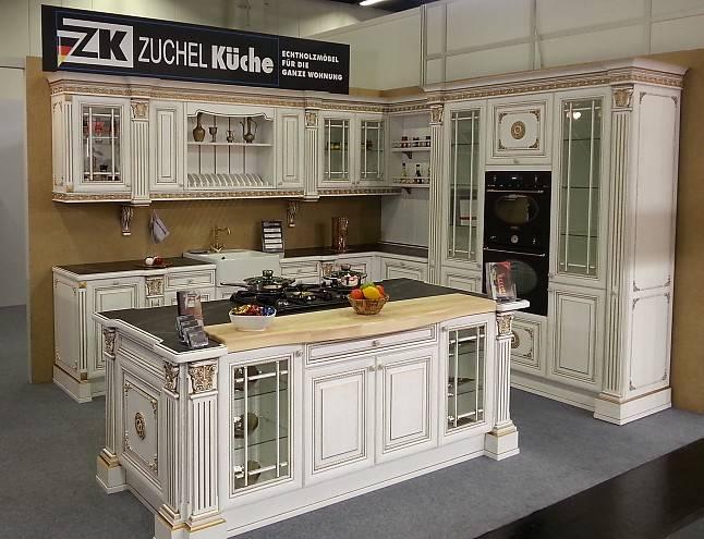 Treffpunkt der Familie: Die offene Küche mit einem großzügigen Essbereich im Architektenhaus Vero