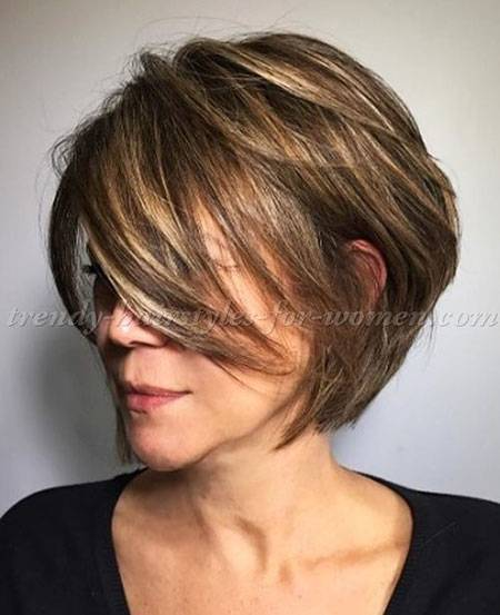 Medium Layered Hair für ältere Frauen