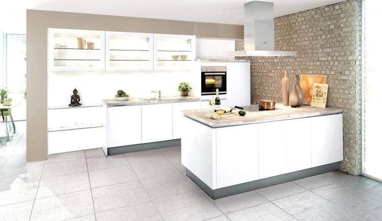 Küche, Hochglanz, Hochglanz Fronten, Küchenfronten, grau, hellgrau, beige,  Holzverkleidung, Kücheninsel, Kochinsel, Insel, Idee, Bilder, Inspiration,