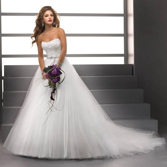 Hochzeitskleid mit Armen und Tüll, Spitze, Pailletten