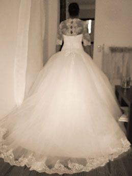 In einem wunderschönen Kleid  tanzt sie mit dem Prinzen, der sich sofort in sie verliebt