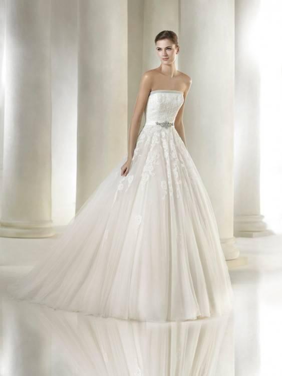 Großhandel Hochzeitskleid 2017 New The Elegant Oansatz Lange Transparente  Ärmel Spitze Stickerei Mit Kristall Bodenlangen Ballkleid Braut Kleid X Von