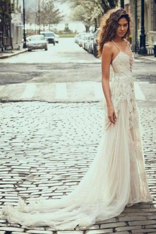 Schön schlicht: die Hochzeitskleider von J