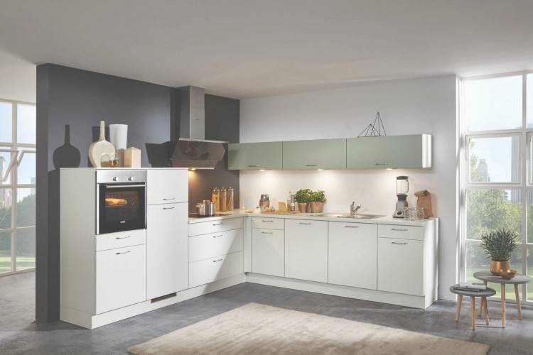 Der Landhausstil findet auch in kleinen Küchen Platz