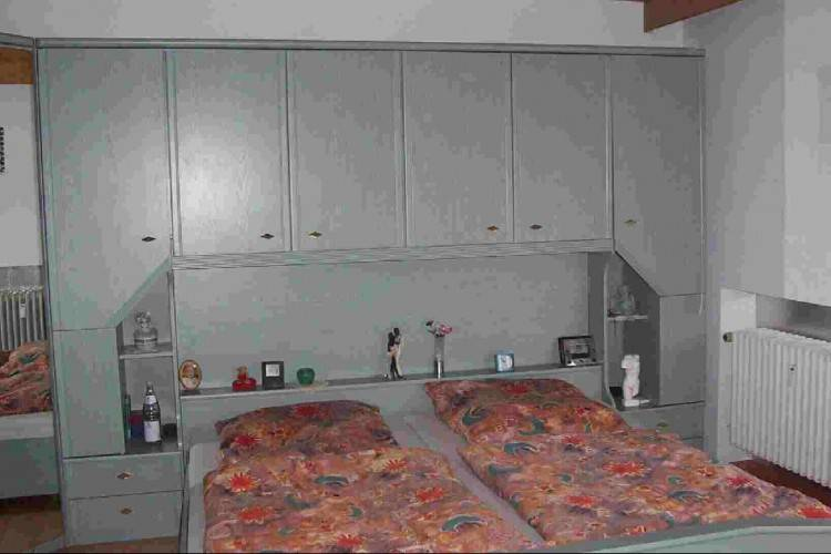 Komplettes Schlafzimmer, mit Überbau