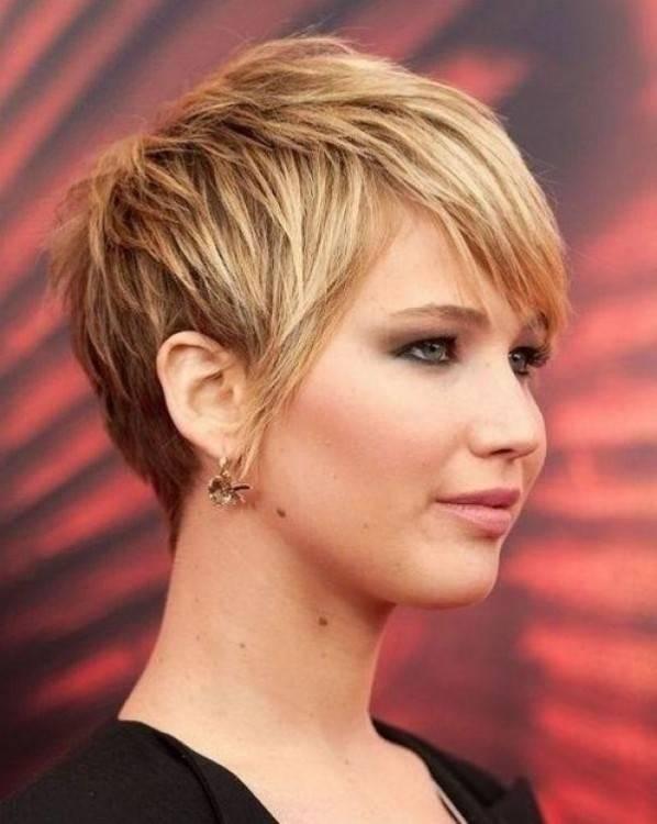 10 Bob Frisuren für dicke Welliges Haar Frauen absolut lieben Stile mit Bewegung