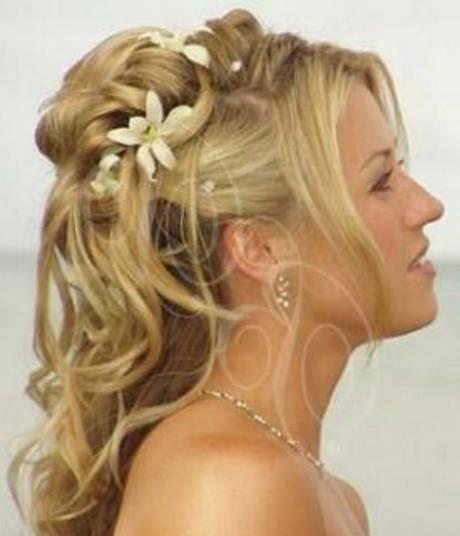 25 romantische lange Hochzeit Frisuren mit Blumen | www