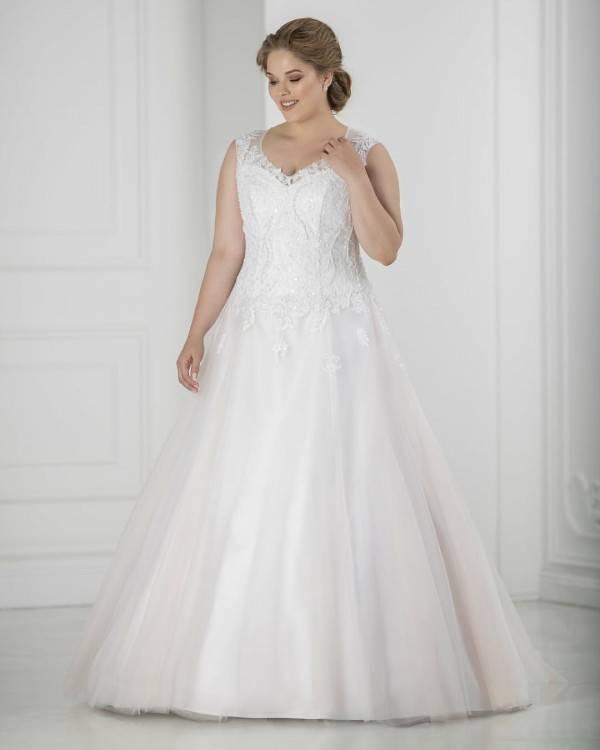 Eine Frau in einem Brautkleid in St