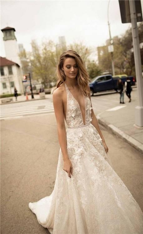 Brautkleider und Fotos von Berta Bridal