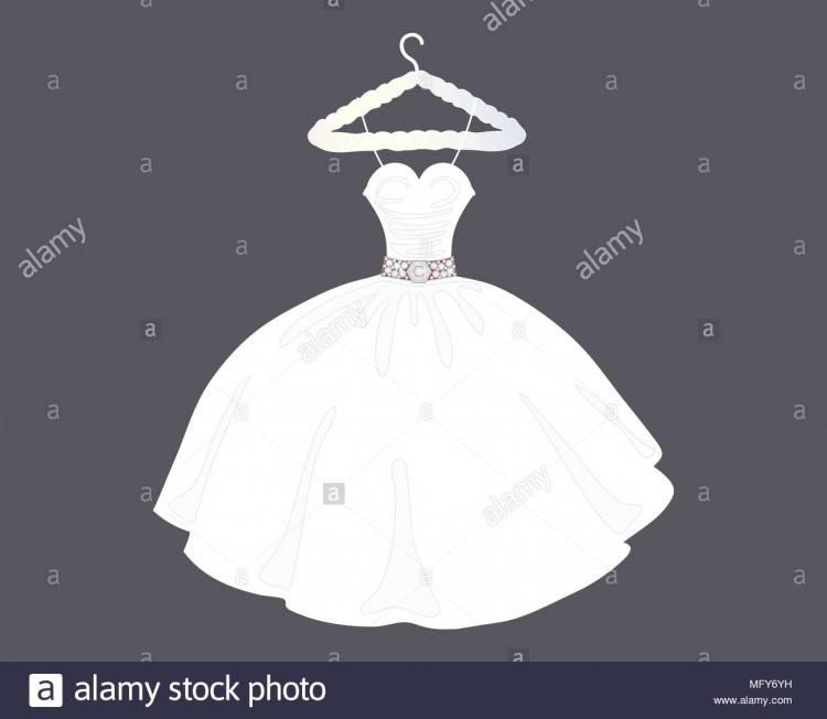 Die Braut in ein weißes Negligé schaut das Hochzeitskleid, die am Bügel hängt — Foto von elvirkindom@yandex