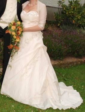 Wenn Sie möchten, ein Hochzeitskleid Farbe zu wählen,Champagner, dann, vor  allem notwendig, um welche Farbe Art zu prüfen, Sie sind
