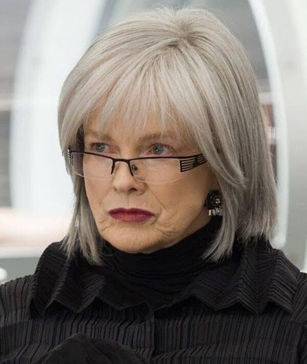 frisuren ab 50 die jünger machen blond mittellang schräger pony Modische  Frisuren für Frauen ab 50 und Haarfarben, die jünger machen Haare flechten