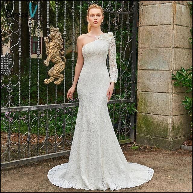 Schönes weißes langes gefilztes Hochzeitskleid mit lila Details