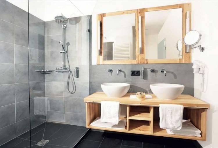 Holz im Badezimmer – Landhausstil im Bad für warme, entspannende Atmosphäre  | Badeinrichtung Ideen