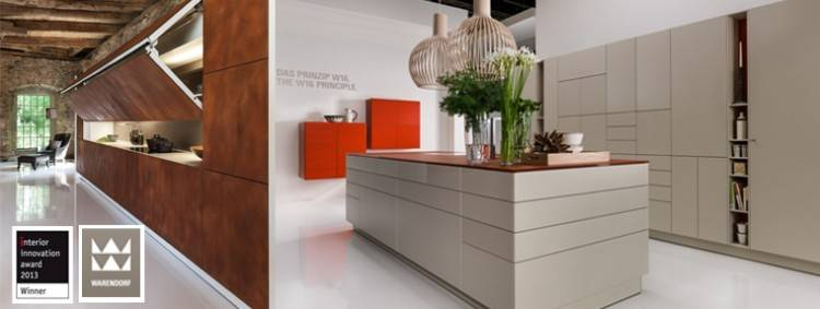 Diese Einbauküchen bestechen durch avantgardistische Linienführung,  aussergewöhnliche Lichtakzente und das Wechselspiel hochwertiger  Materialien