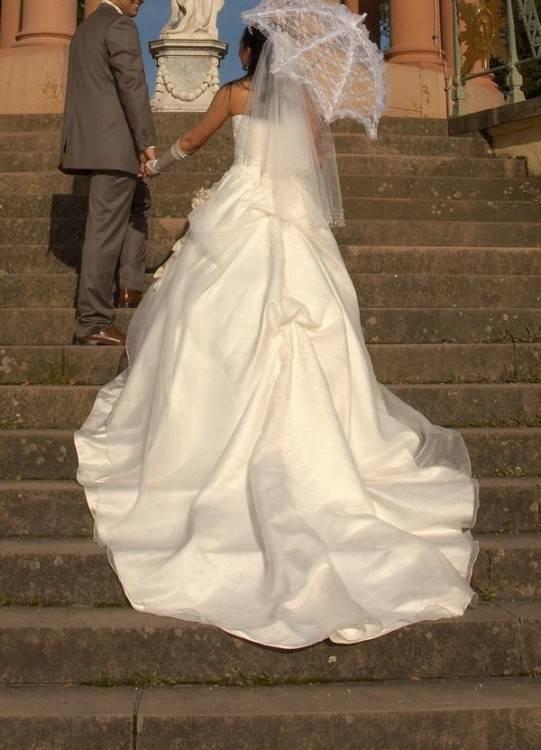 Gebraucht Brautkleid mit langer Schleppe gr
