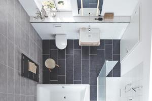 Badezimmer Ideen Bilder Badmöbel Schwarz Weiß Cool Inspirierend 29 Frisch Hochglanz Badezimmermöbel
