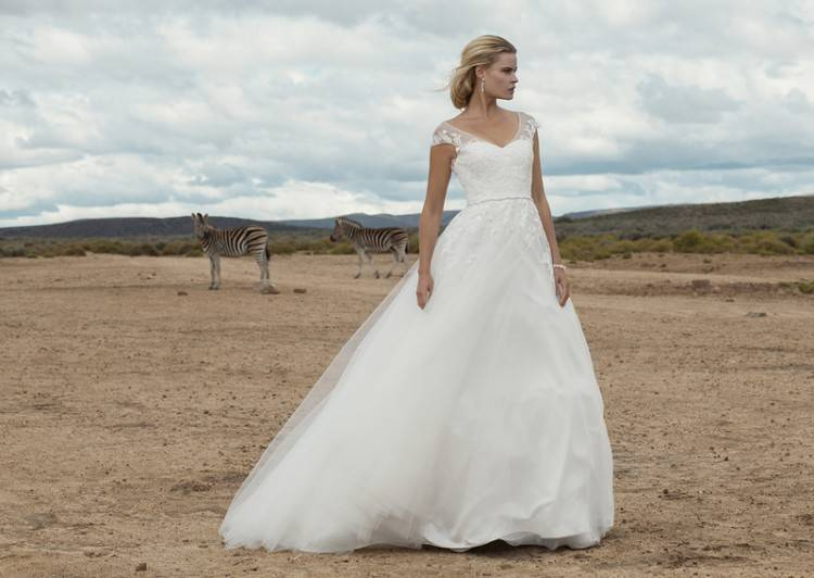 Entdecke auf diesem Bild die schönsten Brautjacken und Bolero Modelle für Erfurtund ergänze deinen Brautkleider Modell