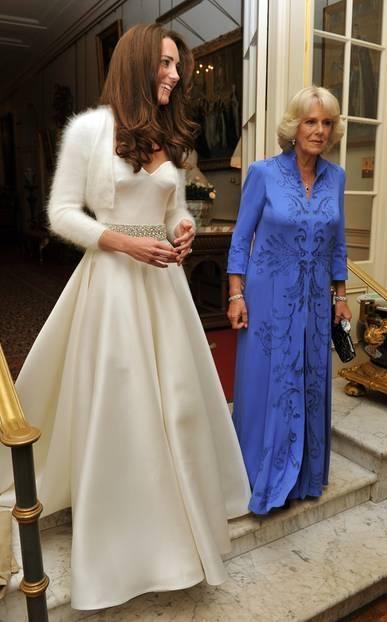 Pippa Middleton wird von ihrem Vater zum Altar geführt