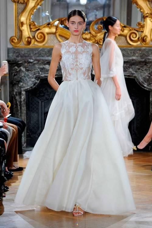 Die Schneiderin Katrin Bobek fertigt Brautkleider nach Maß in ihrem Münchner Atelier